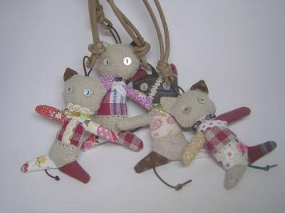 s-R0064924-400x300-アヤシイ猫のモチーフ人形