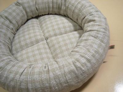 R0068108-400x300-丸型ベッド・ハーフリネンのチェック柄