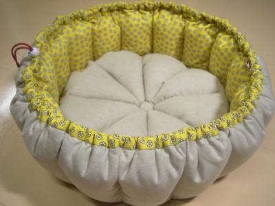R0068165-400x300-白いお花プリント×ベージュ綿麻 リバーシブルかぼちゃstyleベッド