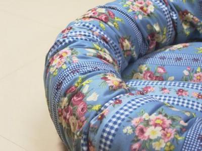 R00684281-400x300-手作り丸い猫ベッド・ブルーグレイ綿ブーケ&チェック柄