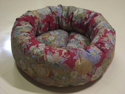 R0068486-400x300-手作り丸い猫ベッド・綿・和の花柄
