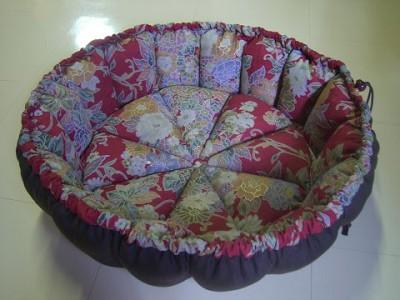 R0068645-400x300-和柄の華やかかつシックなかぼちゃ猫ベッド~
