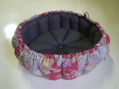R0068651-400x300-和柄の華やかかつシックなかぼちゃ猫ベッド~