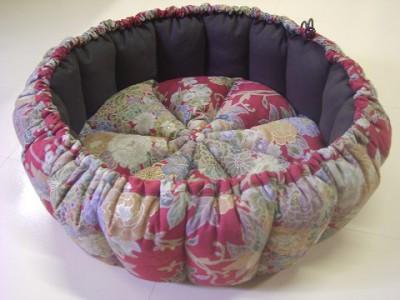 R0068678-400x300-和柄の華やかかつシックなかぼちゃ猫ベッド~