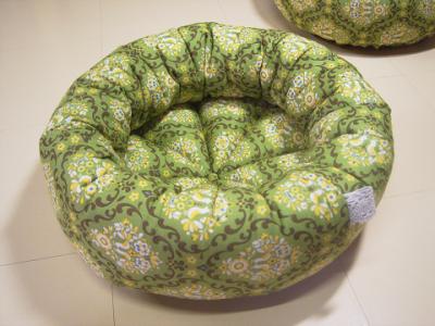 resize1012-400x300-手作り丸い猫ベッド・レトロ・抹茶色