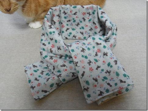 R0107263_thumb-猫柄ヒエヒエガーゼマフラーがいっぱいできたよ。